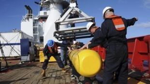 O robô submarino Bluefin-21 irá auxiliar nas buscas pelos destroços do Boeing 777 da Malaysia Airlines. Veja mais fotos do drone abaixo.