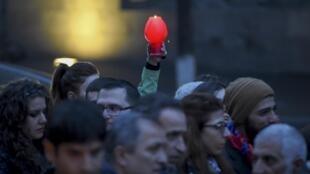 В воскресенье, 10 апреля, в Ереване прошел марш памяти погибших в ходе недавних боевых действий в Нагорном Карабахе.