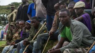 Des membres de l'ex-rébellion du M23 devant le camp de Ramwanja, le 17 décembre 2014..