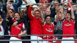 'Yan wasan Arsenal suna murnan lashe kofin FA a Ingila