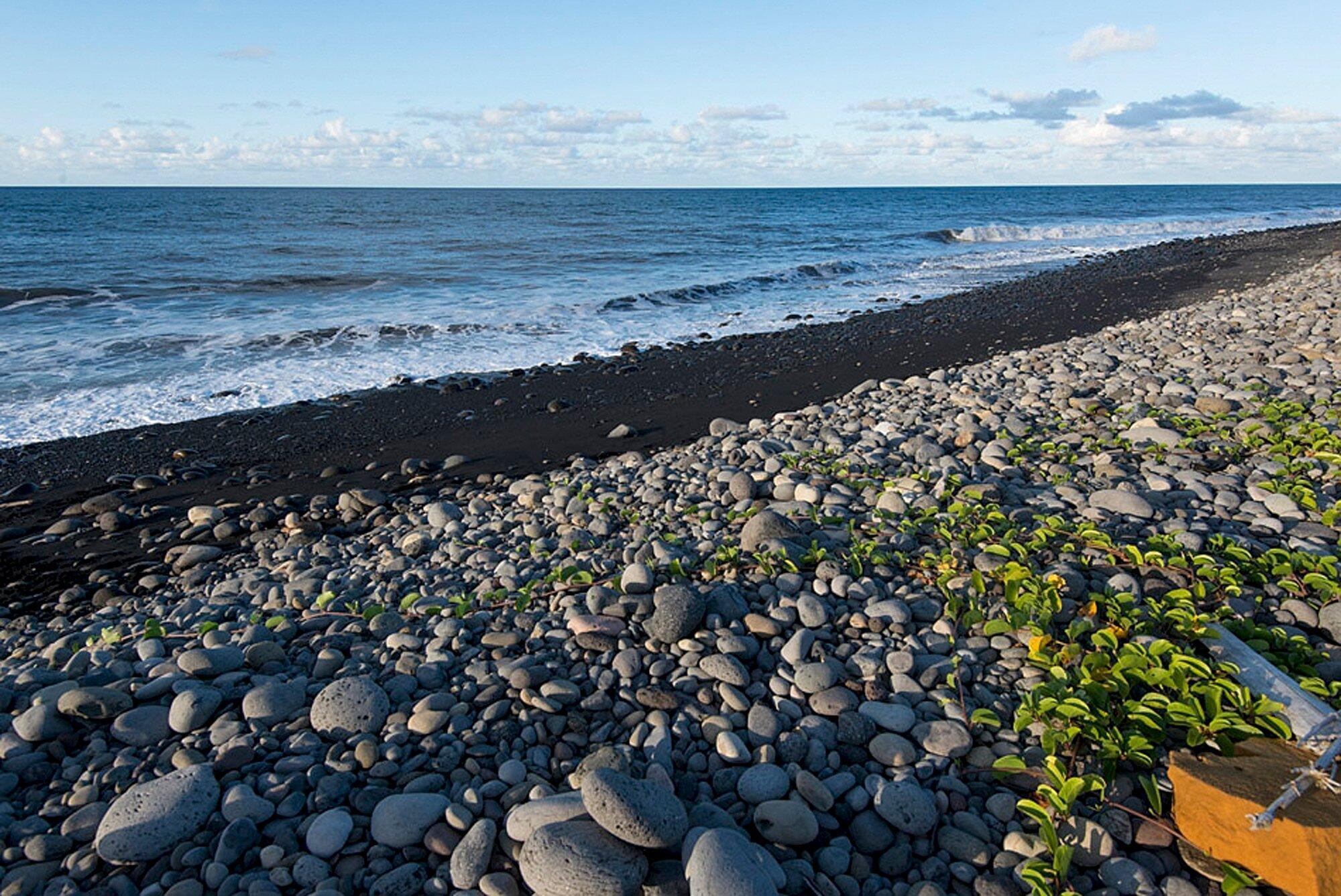 Praia de Saint-André, na Ilha da Réunion, onde os destroços estão sendo encontrados.