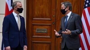 G7外長會議期間,英外交大臣拉布(左)與美國務卿布林肯在雙邊會談前交談2021年5月3日倫敦