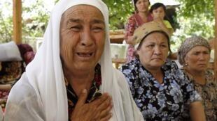 Des réfugiés ouzbeks dans la ville de Och, le 20 juin 2010.