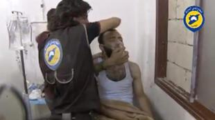 Ảnh video ngày 02/08/2016 tố cáo tình trạng nạn nhân Syria nhiễm vũ khí hóa học.