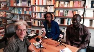 Intérieur de la librairie générale Athéna au cœur de Dakar.