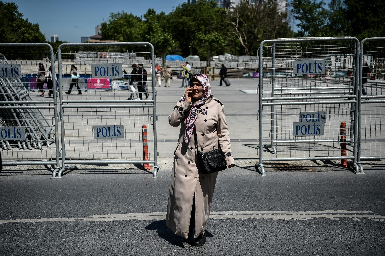 Les barrières sont déjà installées ce samedi 30 avril sur la place de Taksim, à Istanbul.
