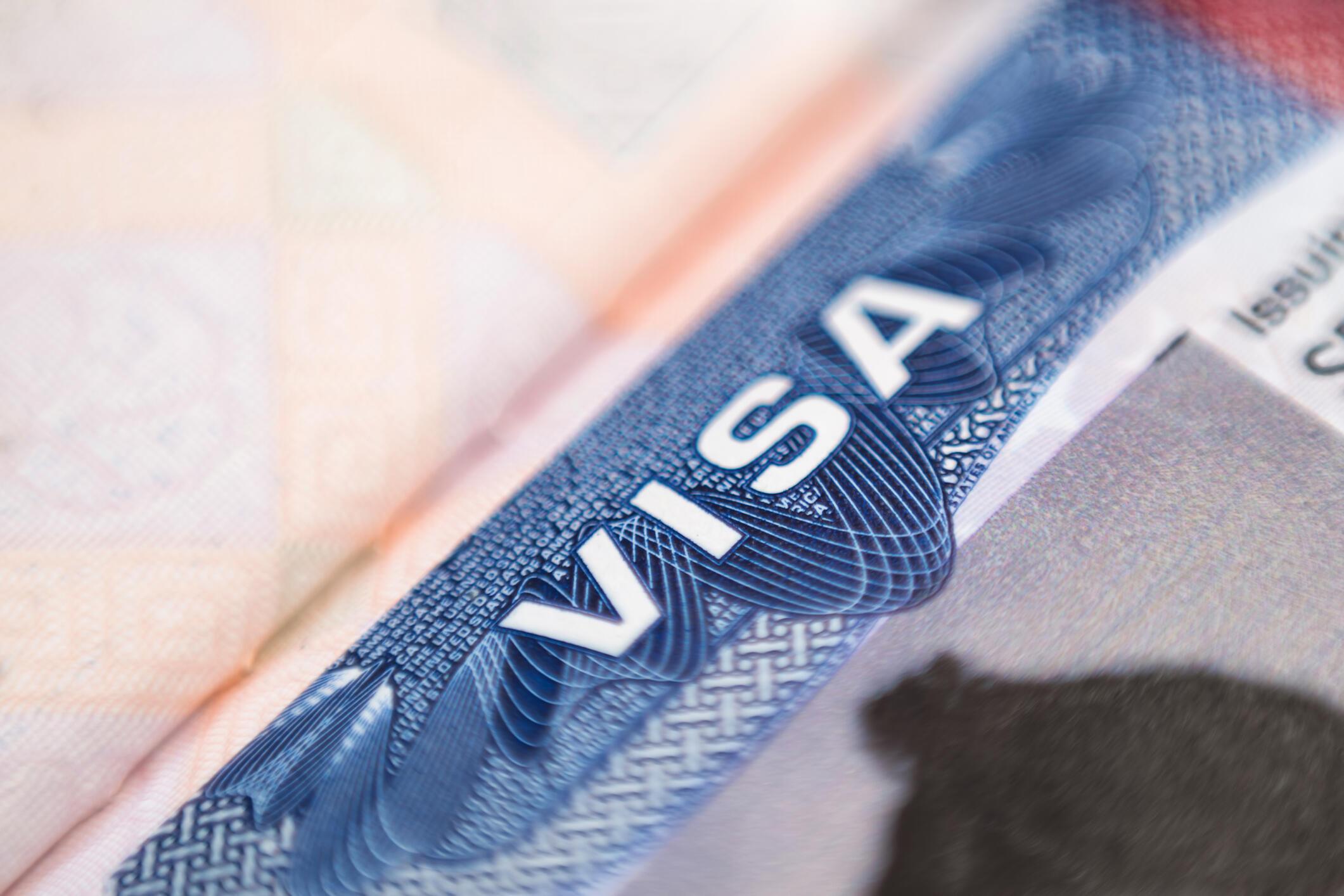 Passeport - Visa - Label - Immigration GettyImages-1266429167