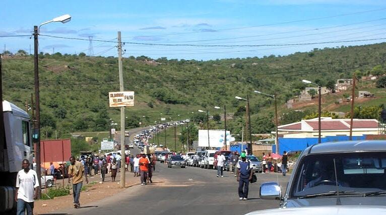 Moçambique - Fronteira Ressano Garcia congestionada