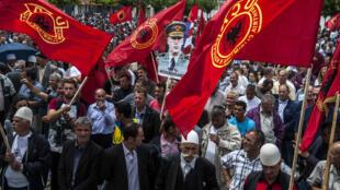 Les partisans de l'UÇK manifestent régulièrement dans les rues de Pristina pour marquer leur soutien aux commandants de l'Armée de libération du Kosovo.