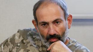 Le leader de l'opposition Nikol Pashinyan lors d'une nouvelle conférence de presse, ce vendredi 27 avril à Erevan.