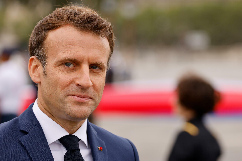 El presidente Emmanuel Macron hace presencia en el desfile militar de los Campos Elíseos.