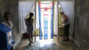 Người dân đi bỏ phiếu trưng cầu dân ý về Hiến Pháp mới, La Havana, Cuba, 24/02/2019