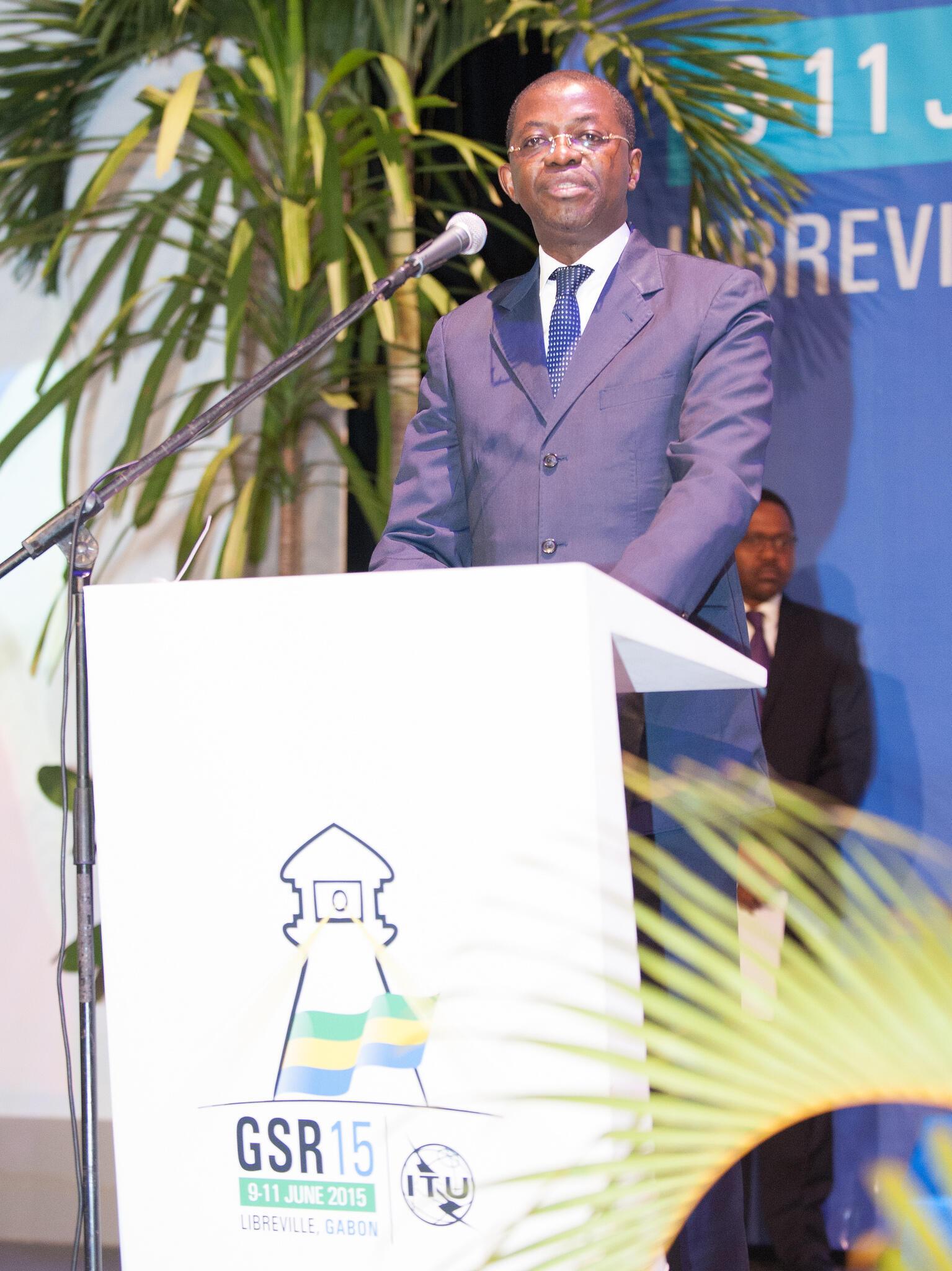 Séraphin Moundounga demitiu-se ontem do posto de ministro da Justiça