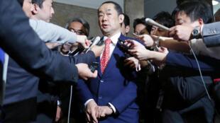Bộ trưởng Tư Pháp Nhật Katsutoshi Kaneda trả lời báo chí sau khi luật chống khủng bố được Thượng Viện thông qua. Ảnh ngày 15/06/2017.