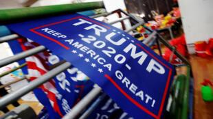 """中国安徽印制的""""让美国再次伟大""""产品"""