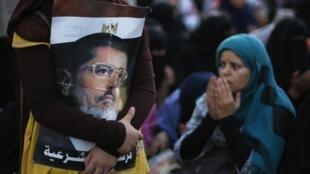 Phe ủng hộ tổng thống Ai Cập bị lật đổ, Mohamed Morsi. Ảnh chụp ngày 12/07/2013