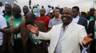 Le président gabonais Ali Bongo, après le dépôt de sa candidature pour l'élection présidentielle.