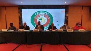 D-G, Honorable Halima Mahamane, l Amb. FERNANDES, SEM Jose Maria NEVES, le Général BEHANZIN, DR Rémi AJIBEWA, l'Amb Moustapha Traoré