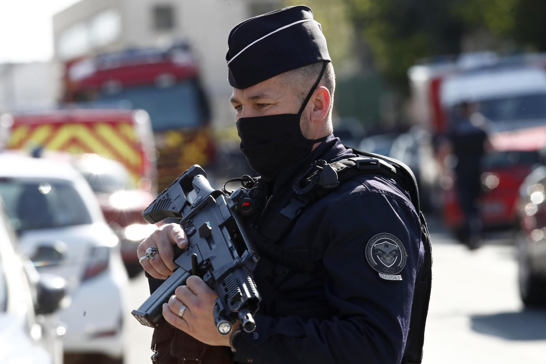 policier-rambouillet-attaque-commissariat