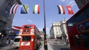Des bus londoniens, peu avant le lancement des Jeux Olympiques.