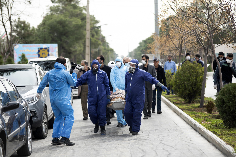 متأسفانه در شبانه روز گذشته، تعداد ۳۴۶ نفر از بیماران مبتلا به کووید-۱۹ در کشور، جان خود را از دست داده اند و مجموع درگذشتگان بر اثر این بیماری به ۳۳ هزار و ۲۹۹ نفر رسیده است