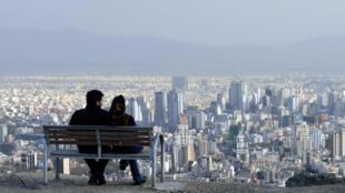 Sur les hauteurs de Téhéran, RFI a rencontré un derviche qui prédit une résolution positive des négociations sur le nucléaire iranien...