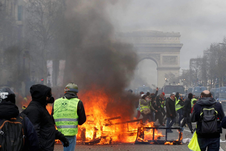 Акция протеста движения «желтых жилетов» в Париже 16 марта 2019 года