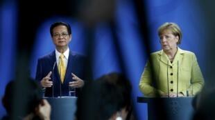 Thủ tướng Việt Nam Nguyễn Tấn Dũng và Thủ tướng Đức Angela Merkel trong cuộc họp báo tại Berlin ngày 15/10/2014.