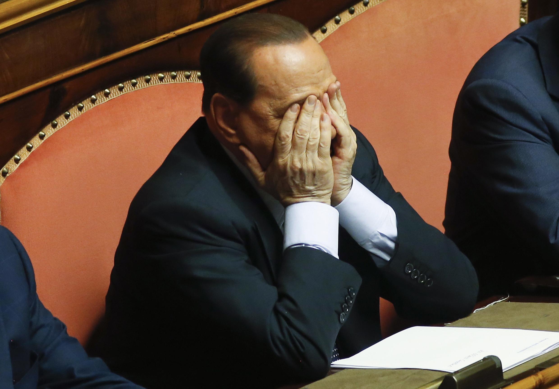 """Como una """"condena sin base alguna"""" calificó Berlusconi la decisión del Tribunal Supremo de Italia de sentenciarlo a 4 años de prisión por el delito de fraude fiscal."""