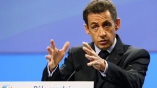 Le président Nicolas Sarkozy s'adresse aux employés du Pôle emploi à Paris, le 23 novembre 2009.