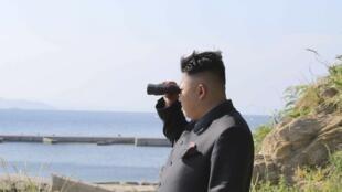 Lãnh đạo Bắc Triều Tiên Kim Jong Un giám sát cuộc tập trận, ngày 07/07/2014.