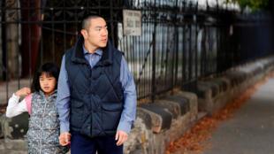 Ông Đinh Diệm (Yan Ding) được quyền định cư ở Hungary sau khi mua trái phiếu 300 000 euro.
