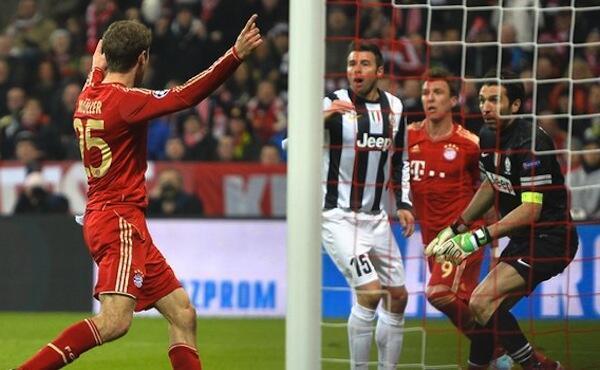 Bayern Munich Striker Thomas Mueller score second goal against Juventus