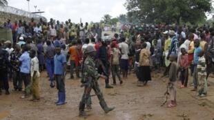 Mamia ya wakaazi wa Beni wakiandamana dhdi ya kikosi cha wanajeshi wa Umoja wa Mataifa nchini Congo Monusco, Oktoba 22 mwaka 2014.