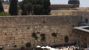 L'esplanade du Mur des Lamentations a remplacé le quartier des Maghrébins.