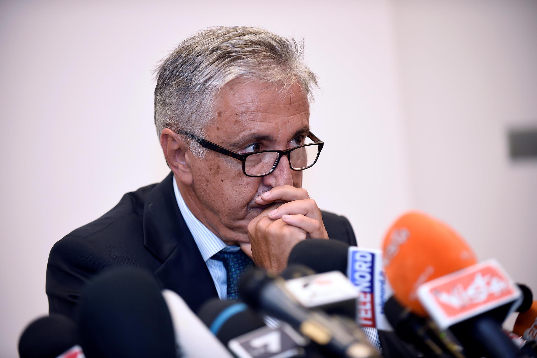 Глава компании Autostrade per Italia Джованни Кастелуччи во время пресс-конференции в Генуе.
