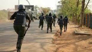 Rahotannin sun ce 'yansandan 190 sun samu labarin cewa ana gab da tura su yankunan da ake yaki da Boko Haram, dalilin da ya tilasta musu tserewa.