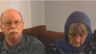 Capture d'écran de la vidéo diffusée par les parents de l'otage menacé, Peter Kassig, sur YouTube.