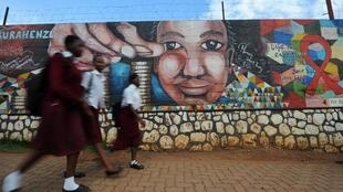 Une fresque murale à Kigali qui promeut la lutte contre le VIH. (image d'illustration)