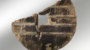 Cette roue équipait une charette tirée par des boeufs en 3200 av.JC.