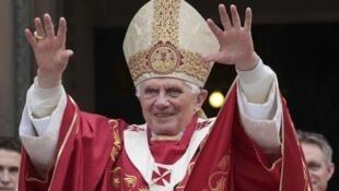 """En una misa que presidió en la catedral de Westminster, Benedicto XVI se  refirió en su homilía al """"inmenso sufrimiento"""" causado por los abusos sexuales  cometidos a menores ."""