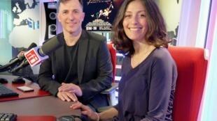 Leo Calvelli & Eugenia Usandivaras en los estudios de RFI