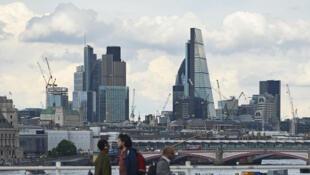 Les grandes entreprises de la ville se trouvent à la City, le deuxième centre financier au monde derrière New York.