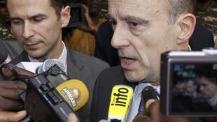 Para o ministro da Defesa, Alain Juppé, não há dúvida que os reféns foram assassinados pelos sequestradores.