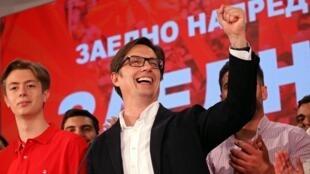 Stevo Pendarovski après l'annonce des résultats préliminaires communiqués par la commission électorale, le 5 mai 2019, à Skopje.