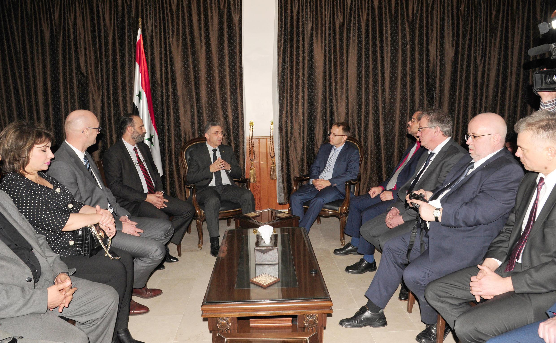 La délégation de l'AfD recontre Ali Haidar, le ministre syrien de la Réconciliation nationale, lors de sa visite à Damas, le 6 mars 2018.