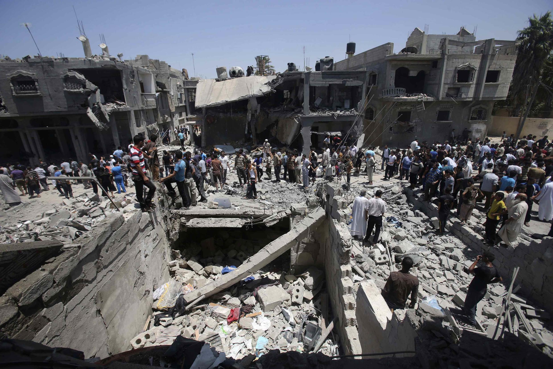 Khu dân cư Palestine ở Khan Younis, nam Gaza, bị không quân Israel oanh kích, ngày 30/07/2014