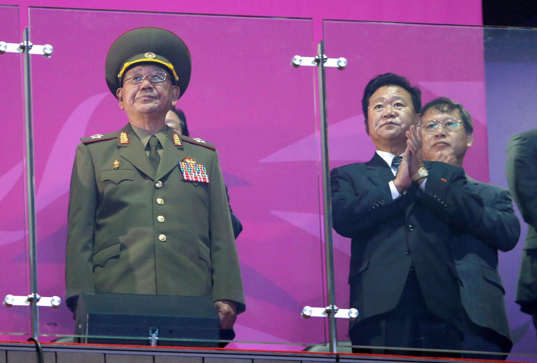 Chủ nhiệm Tổng cục Chính trị Quân đội, Hwang Pyong So (T) tại lễ bế mạc Á Vận Hội lần thứ 17, Incheon, ngày 04/10/2014.