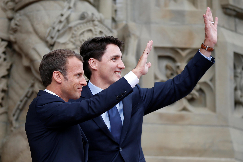 Tổng thống Pháp Emmanuel Macron (T) gặp thủ tướng Canada Justin Trudeau ở Ottawa, 06/06/2018, chuẩn bị thượng đỉnh G7