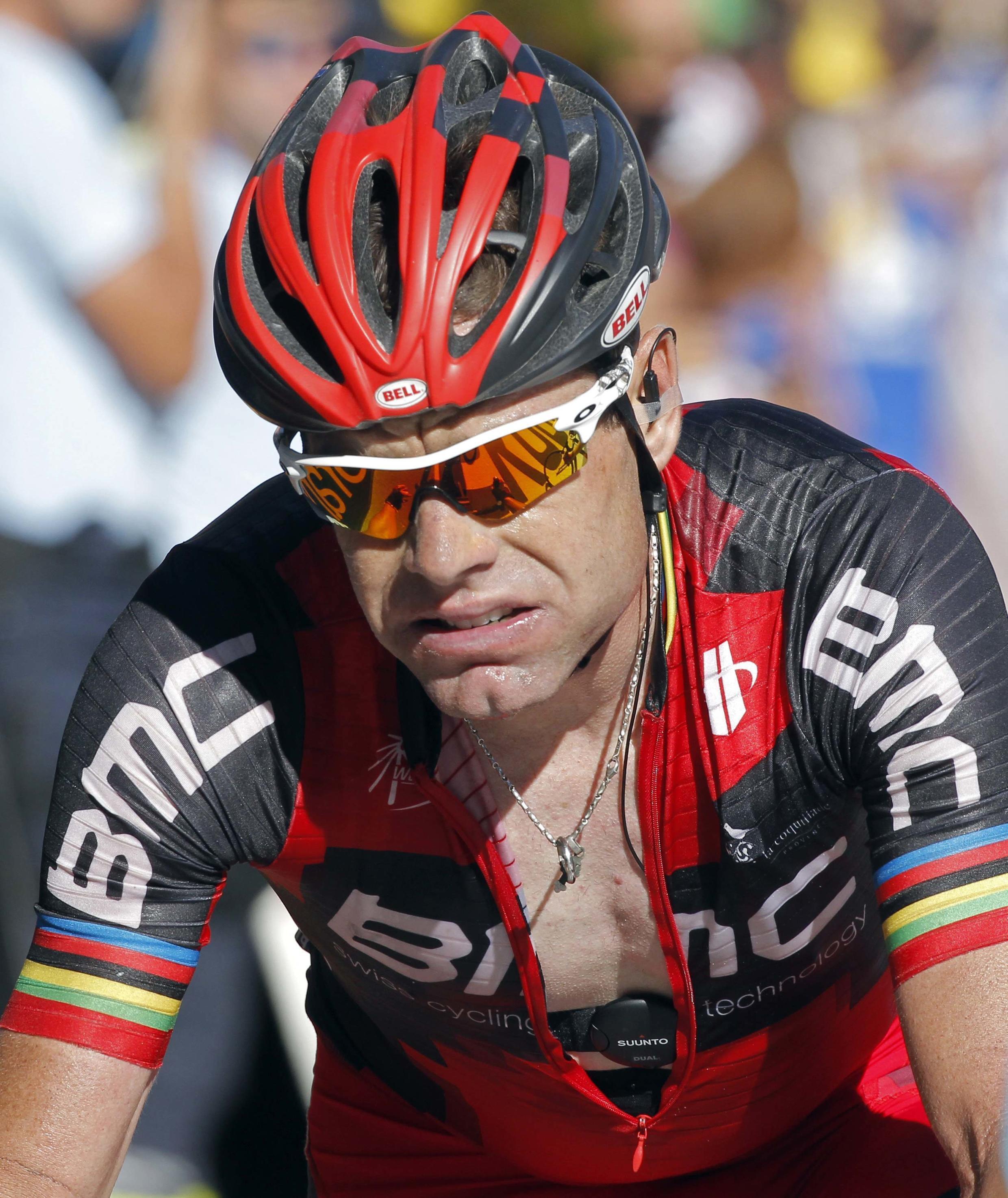 Cadel Evans a terminé l'étape qui arrivait à la Toussuire avec plus d'une minute de retard sur Bradley Wiggins, le 12 juillet 2012.